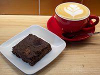 Desayuno 1 - Brownie vegano de garbanzos sin gluten + latte 200 ml