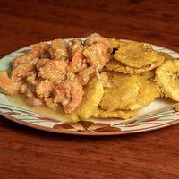 Camarones al ajillo con papas sin cáscara