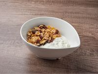 Yogurt natural y granola