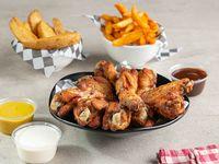 Combo 2 - 14 wings + 2 porciones de papas + aderezo + 2 salsas
