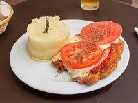 Suprema de pollo napolitana con guarnición