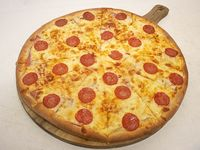 Pizza pepperoni queso