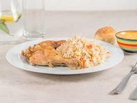 Miércoles - Muslo de pollo con arroz saborizado + pan + postre