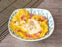 Huevos con Tocineta y Queso