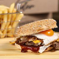 Hamburguesa camburger con papas fritas