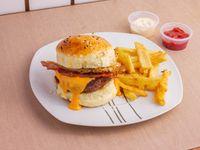 Hamburguesa pecadora con papas fritas + Salsa a elección