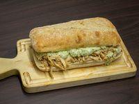 Sandwich panini pollo y pesto + bebida 350 ml