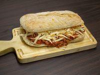 Sándwich panini bologna - queso + bebida 350 ml