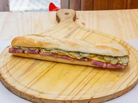 Sándwich pastron queso y pepino