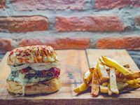 Ninja Burger con papas fritas