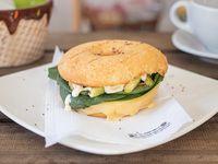 Sándwich dona vegetariana + bebida 500 ml