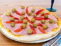 Pizza con jamón y morrones (8 porciones)