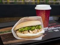 Sándwich ave palta + café
