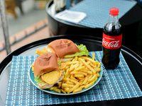Promo - Milanesa en 2 panes con papas fritas + Coca-Cola 600 ml