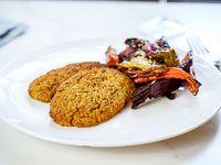 Milanesa de quinoa con guarnición