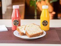 Combo Office 4 -  jugo de naranja natural + licuado de frutillas natural + 2 fetas de budín de limón