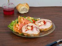 Pollo arrollado con ensalada rusa + pan + gelatina