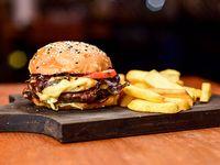 Hamburguesa con queso provolone