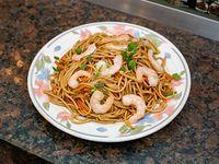 Fideos caseros al wok con camarones