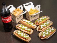 Combo mega compartir - 6 hot dogs + papas fritas familiar + 12 empanas de queso