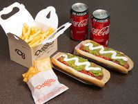 Duo box - 2 hot dogs + papas fritas familiares + 2 bebidas 350 ml + 4 empanadas de queso
