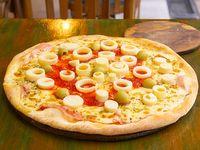 Pizza con mozzarella, jamón y palmitos grande