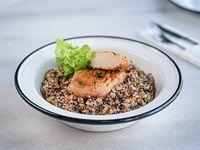 Pollo grillado con risotto de quinoa