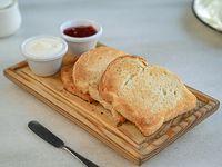 Tostada con queso crema y mermelada