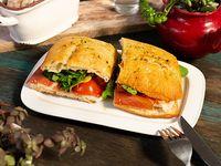 Sándwich serrano clásico
