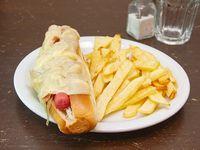 Pancho con queso, panceta y cebolla