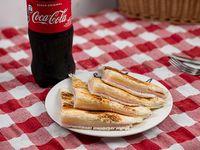 Combo 2 - 4 triángulos de sándwiches calientes + bebida 500 ml