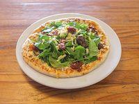 Pizza individual con muzzarella, tomates secos y rúcula