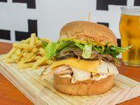 Paper Boy burger con papas fritas