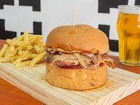 Pac Man burger con papas fritas