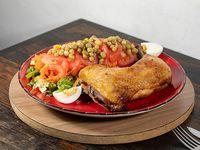 Muslo de pollo con ensalada primavera