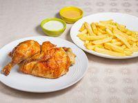 Promo 2 para 2 - 1/2 pollo entero + papas fritas + bebida 1.5 L + 2 salsas peruanas