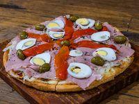 Pizza fugazzetta con jamón, morrón y huevo (8 porciones)