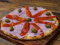 Pizza muzzarella con jamón y morrón (8 porciones)