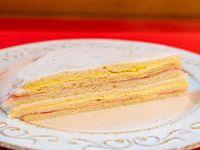 Sándwich de jamón y queso