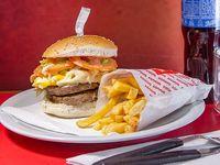 Promo - Sándwich de hamburguesa doble + papas fritas + gaseosa línea Pepsi 500 ml