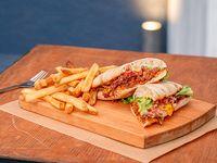 Philly Cheese sandwich con papas fritas