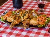 Promo - Pollo entero a la parrilla con ensalada de 3 ingredientes a elección