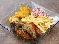 1/2 pollo asado con papas fritas o patacón + ensalada rayada de repollo morado, repollo blanco y zanahoria