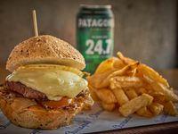 Combo - Hamburguesa casera + Papas fritas + Coca-Cola 500ml