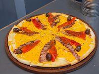 Pizza con bacon y cheddar