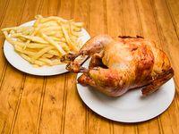 Pollo entero a las brasas con papas familiar