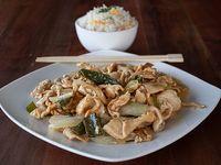 Pollo mongoliano con arroz chaufán