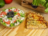 Menú saludable 6 - Ensalada de pollo + tarta de cebolla y queso