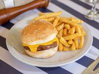 Cheese burger con papas fritas
