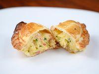 Empanada de bondiola, rúcula y queso